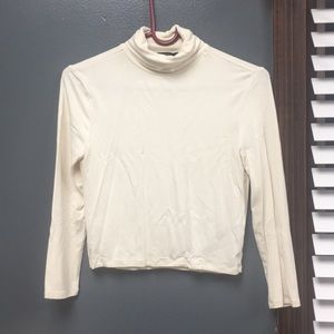 Cropped turtleneck shirt with 3/4 sleeves
